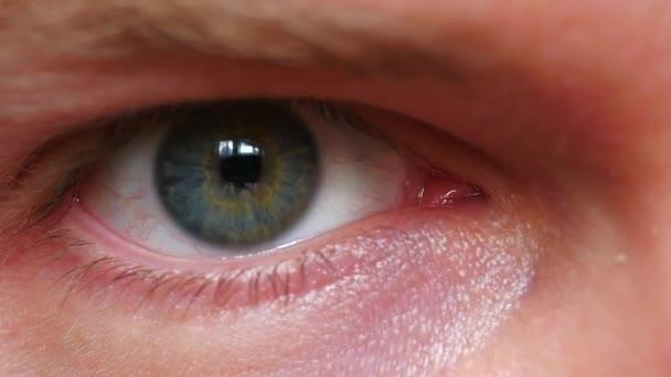 Nahaufnahme eines männlichen Auges
