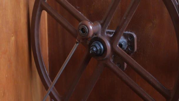retro varrógép, a kerék pörög a láb