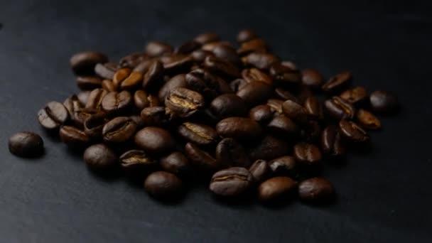 pražené kávové boby zblízka