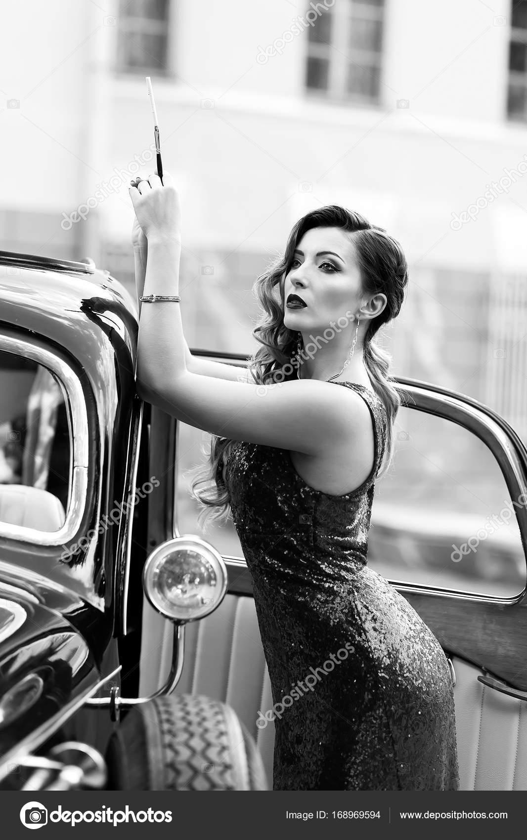 3f346bcfc75 Πανέμορφη γυναίκα σε ρετρό στυλ φόρεμα — Φωτογραφία Αρχείου © Kukota ...