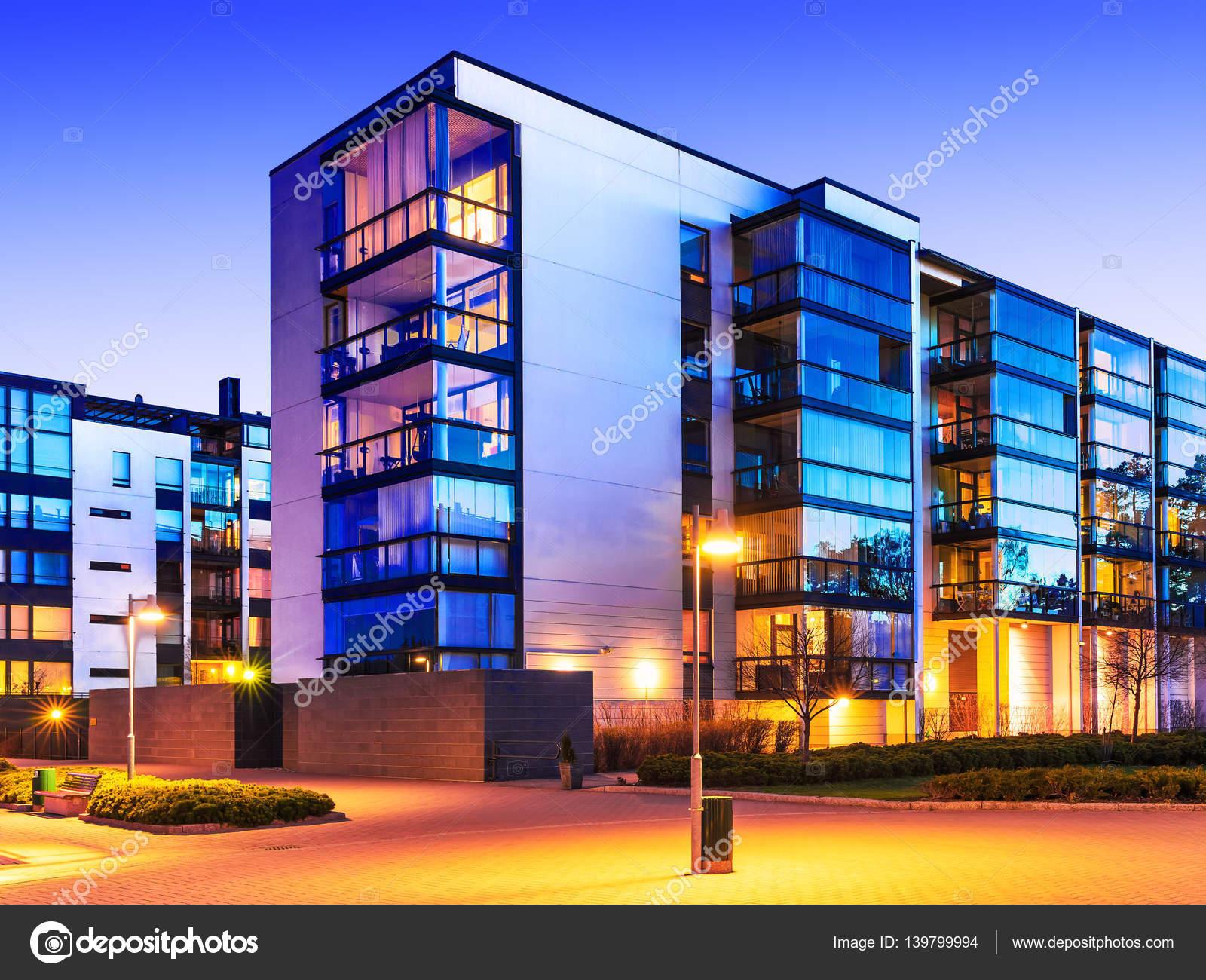 Moderne immobilien stockfoto scanrail 139799994 for Moderne immobilien