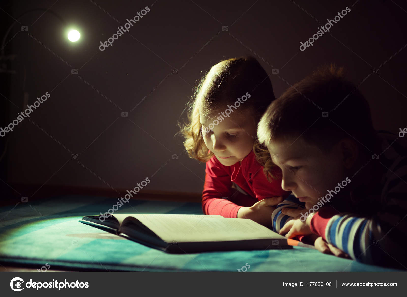Сестра читала книгу а брат начал приставать, Сестра пристаёт к брату -видео. Смотреть Сестра 13 фотография