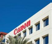 Dubaj, Spojené arabské emiráty - 1. prosince 2017: Znamení z Canon na kancelářská budova