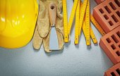 Fotografia Collezione di strumenti di muratura su priorità bassa concreta di costruire