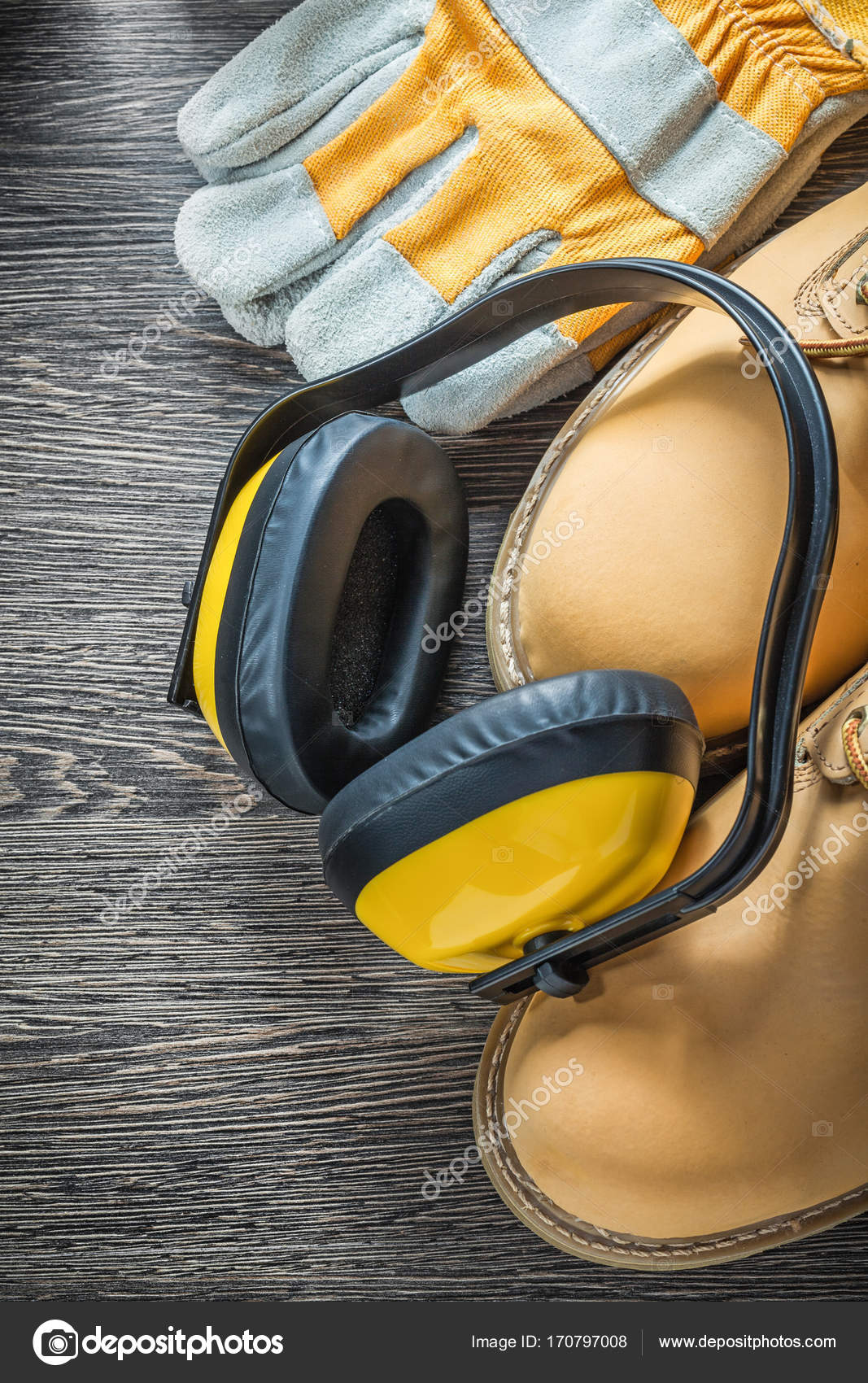 e3eeabc49b6 Προστατευτικά γάντια αδιάβροχα εργασίας ωτοασπίδες μπότες για ξύλινη σανίδα  — Εικόνα από ...