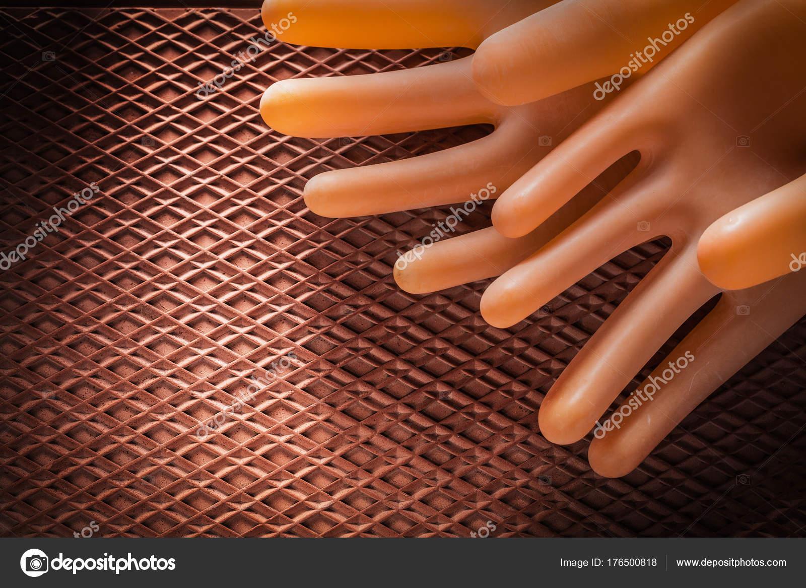 Προστατευτικά μονωτικά γάντια διηλεκτρικά καουτσούκ mat — Φωτογραφία Αρχείου 075593eb58f