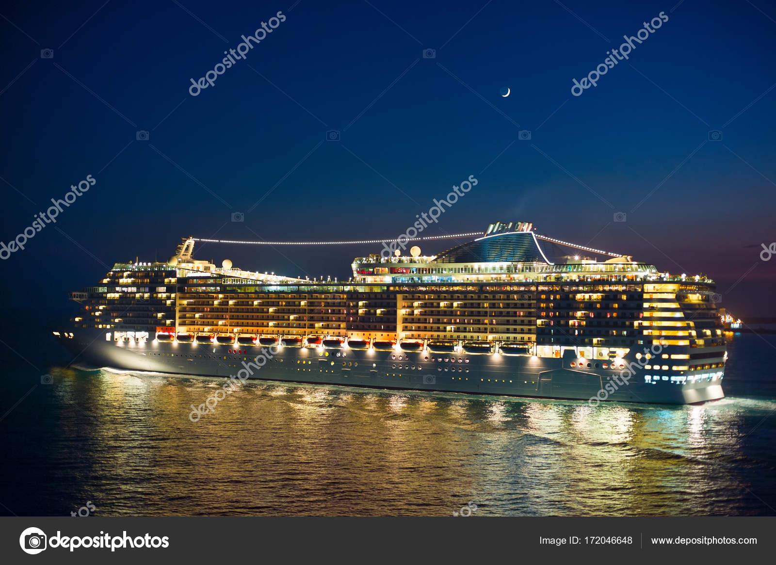 https://st3.depositphotos.com/1000151/17204/i/1600/depositphotos_172046648-stock-photo-cruise-liner-and-new-moon.jpg