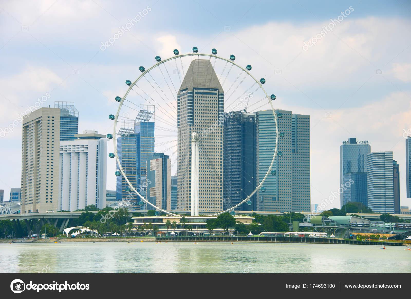 Vista Del Singapore Flyer Modernos Rascacielos Fondo Foto De Stock