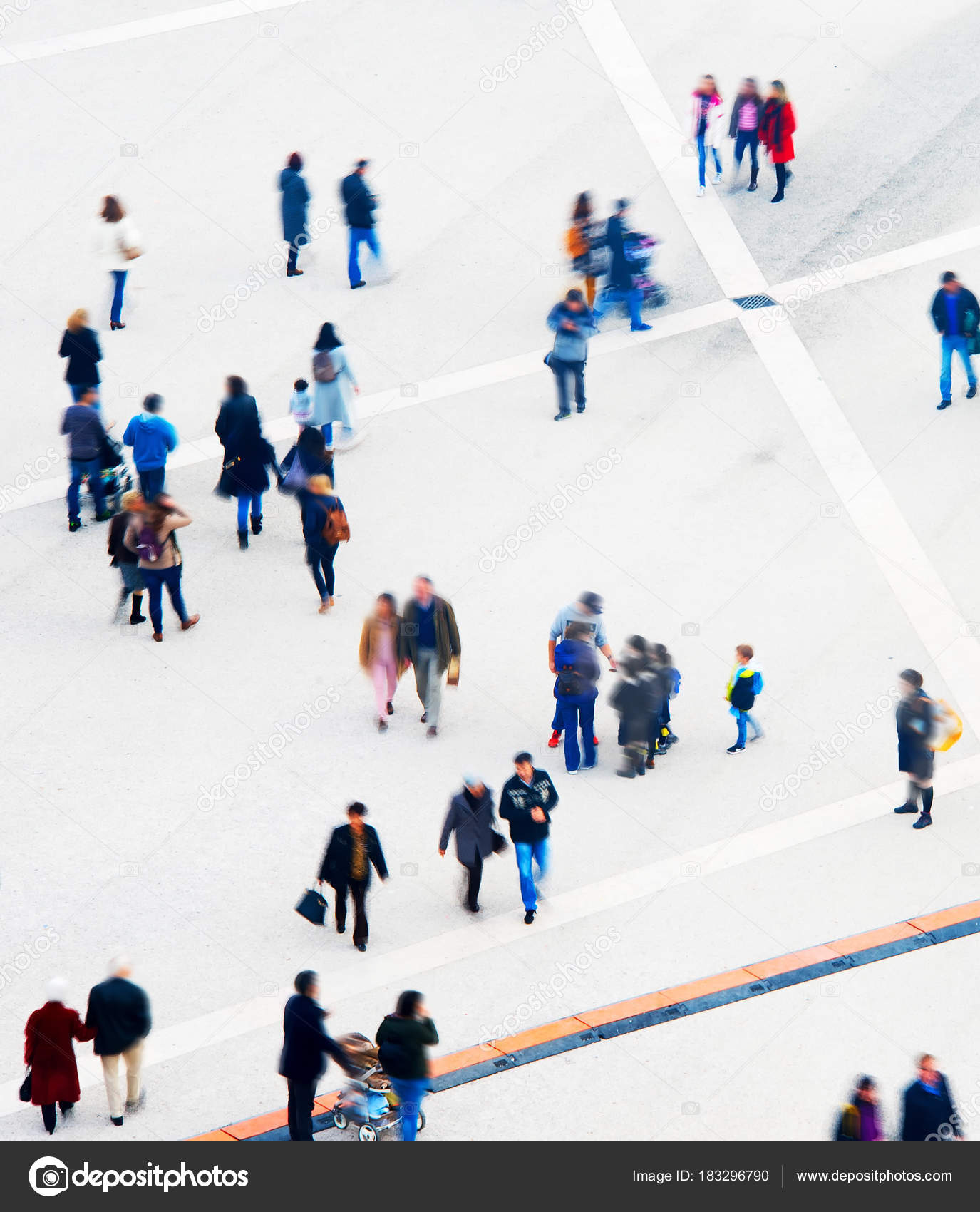 Crowd Of People At A Public Square Long Exposure Aerial View Photo By Joyfull