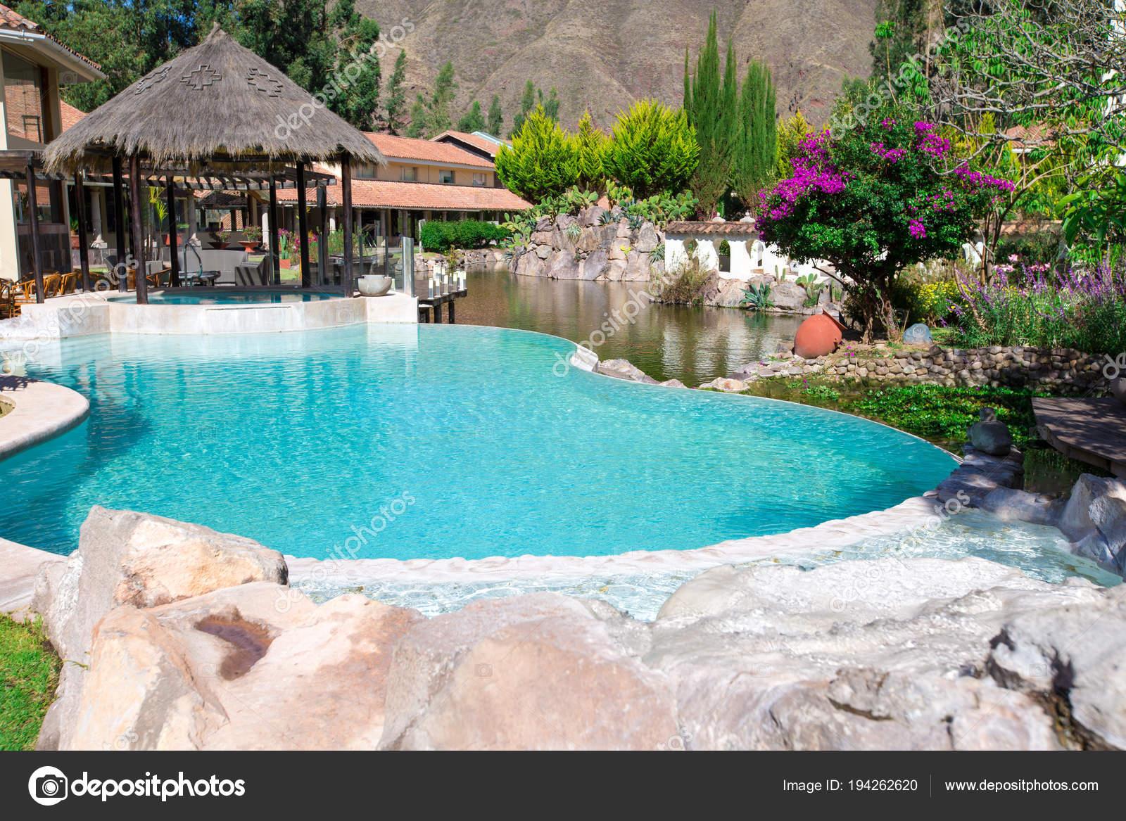 Pool Garten Tag Zeit Schuss — Stockfoto © Pakhnyushchyy #194262620