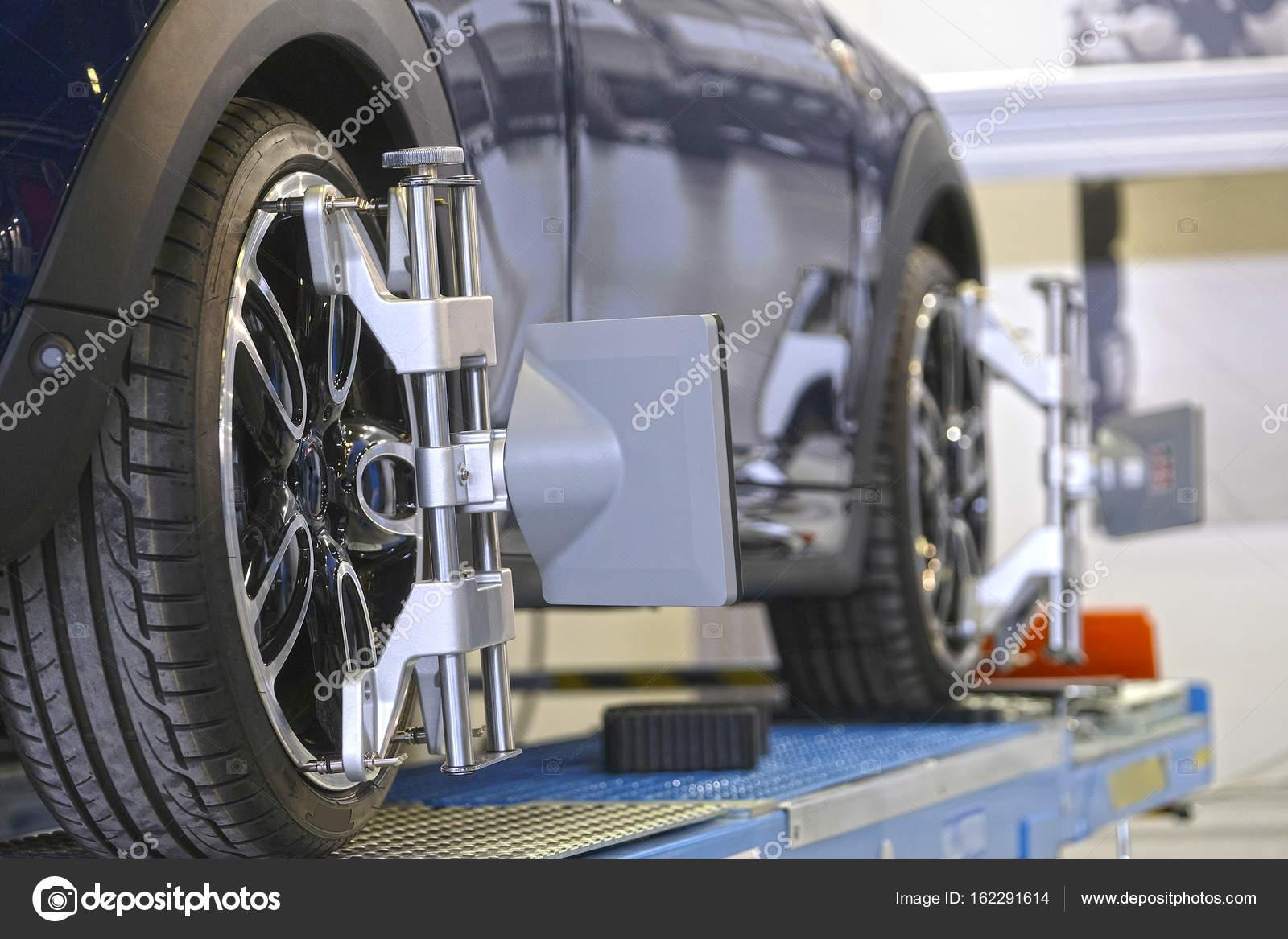 Ziel der Auto Rad Winkel Anpassung Ausrüstung befestigt auf einem ...