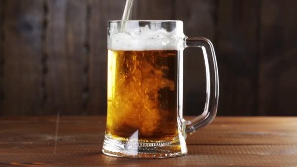 ömlött be a pohár sör