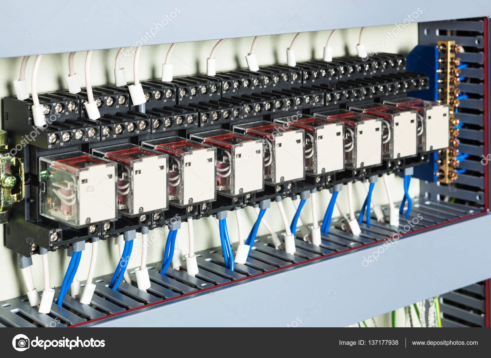 elektrische Verkabelung Sicherung — Stockfoto © igterex #137177938