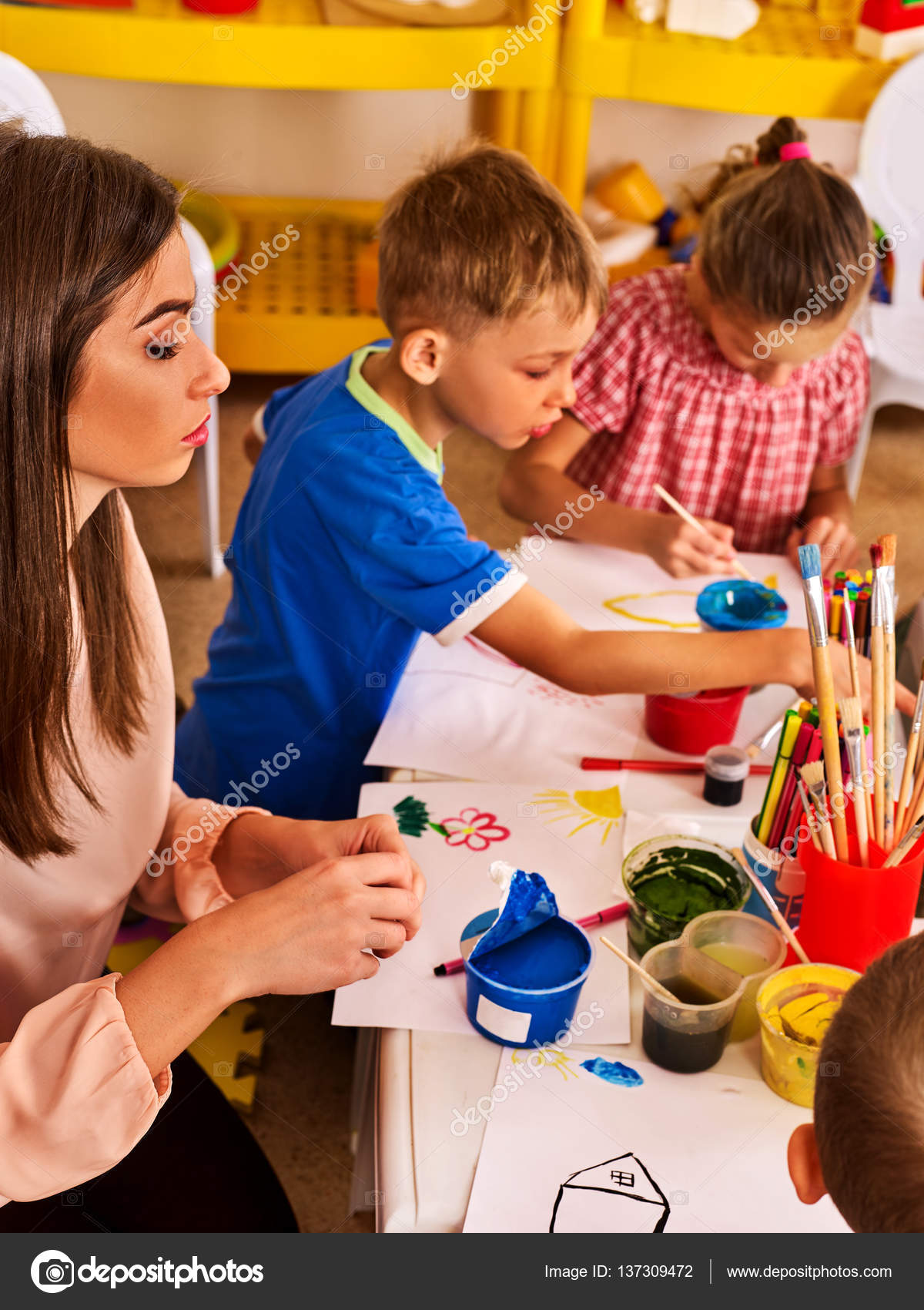 Children painting and drawing. Art lesson in primary school. — Stock ...