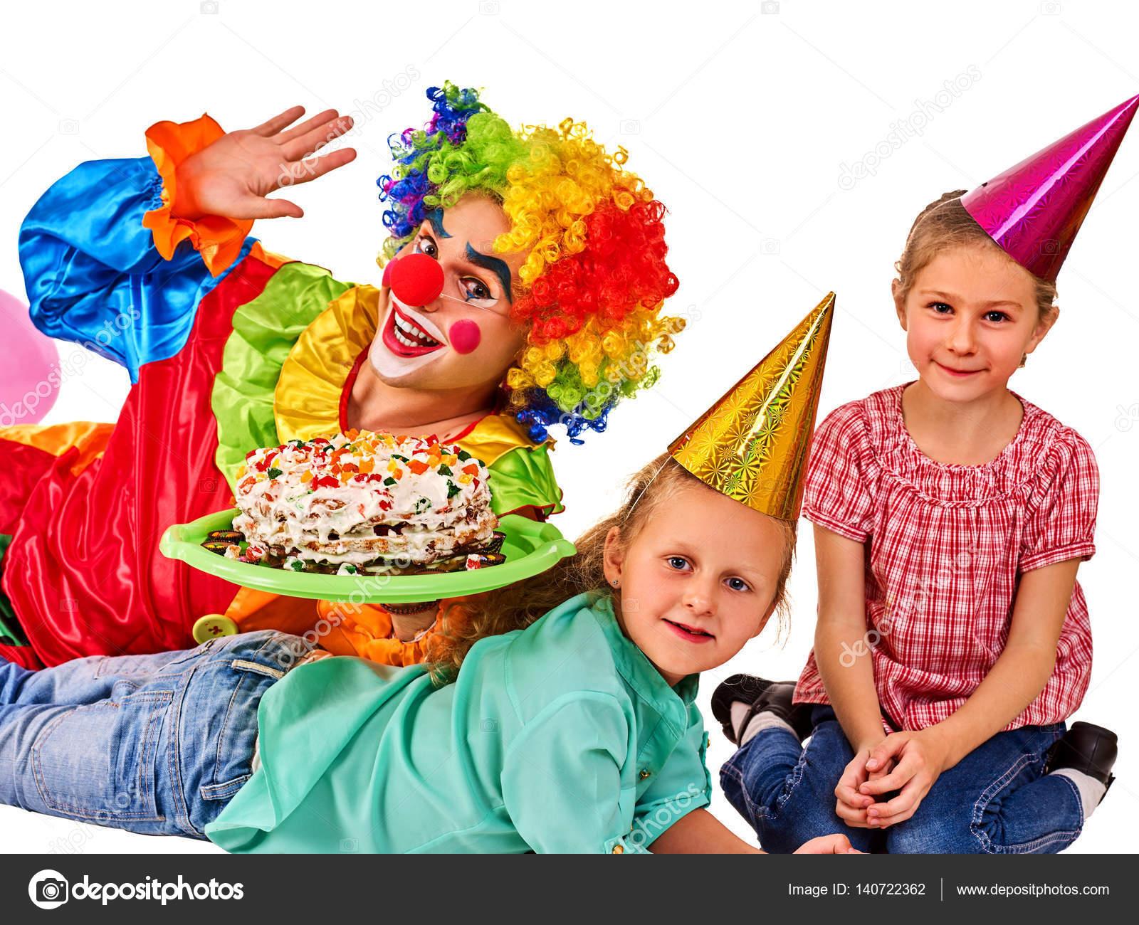 Дитячі свята Торти святкові в руках людини Організатором події. Весело  група людей неправдивими поверху на білому тлі — Фото від poznyakov 343b9d962ed6c