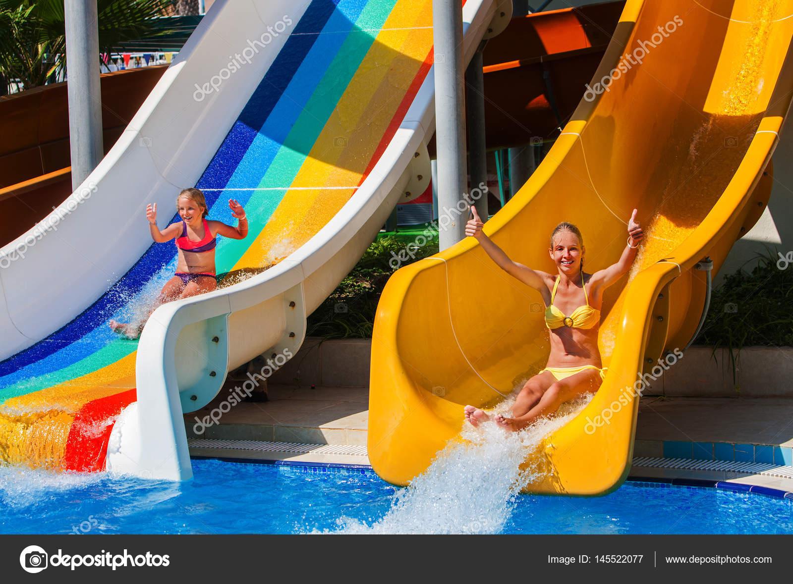 Schwimmbad Folien Für Kinder Wasserrutsche Am Aquapark U2014 Stockfoto