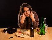 Žena alkoholismus je společenským problémem. Žena pití způsobit špatné zdraví.