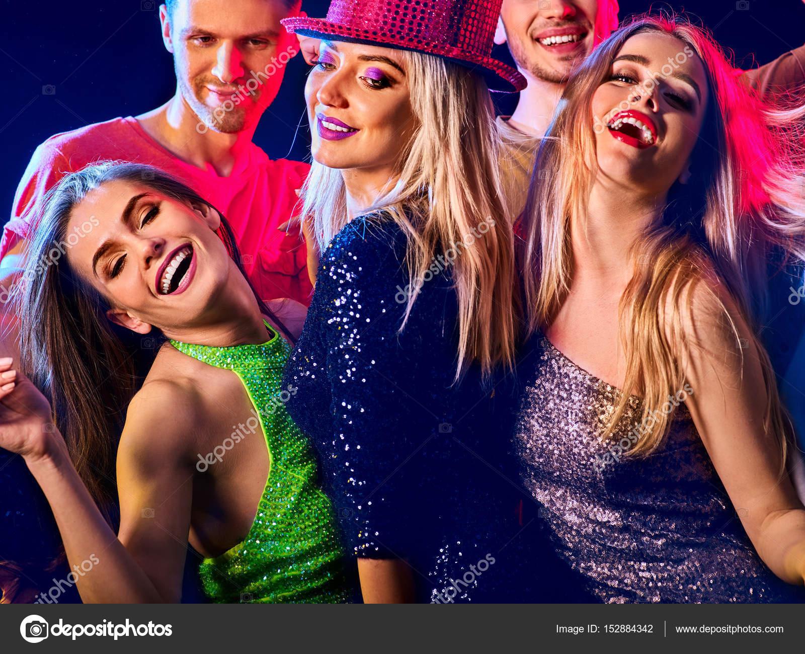 Лесби видео вечеринки, латексные мужские шорты с огромным вырезом сзади
