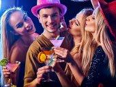 Tanz-Party-Gruppe Menschen . Wie sein alpha männlich im Club.