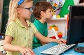 Fotografie Kinder Computer Klasse uns für Bildung und Videospiel