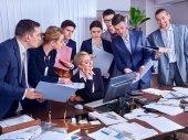 Fotografie Skupina podnikatelů v úřadu