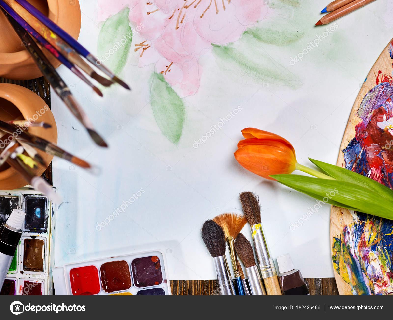 Pinceaux Authentique Nature Morte Sur Table En école Dart De Classe