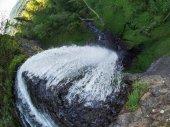 Latourell Falls, při pohledu dolů