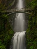 Multnomah falls s historickým mostem