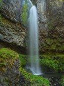 Wyeast spadá v Columbia River Gorge