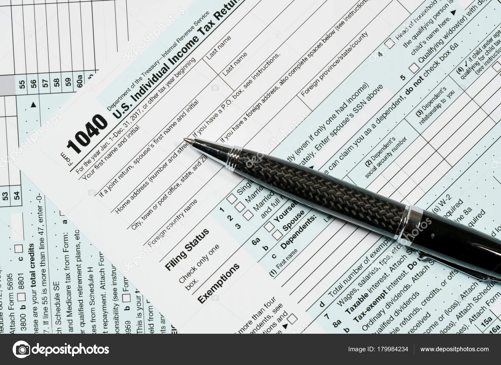 Pen laying on 2017 IRS form 1040 — Stock Photo © steveheap #179984234