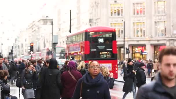 London, people and traffic on Oxford street, speed up video