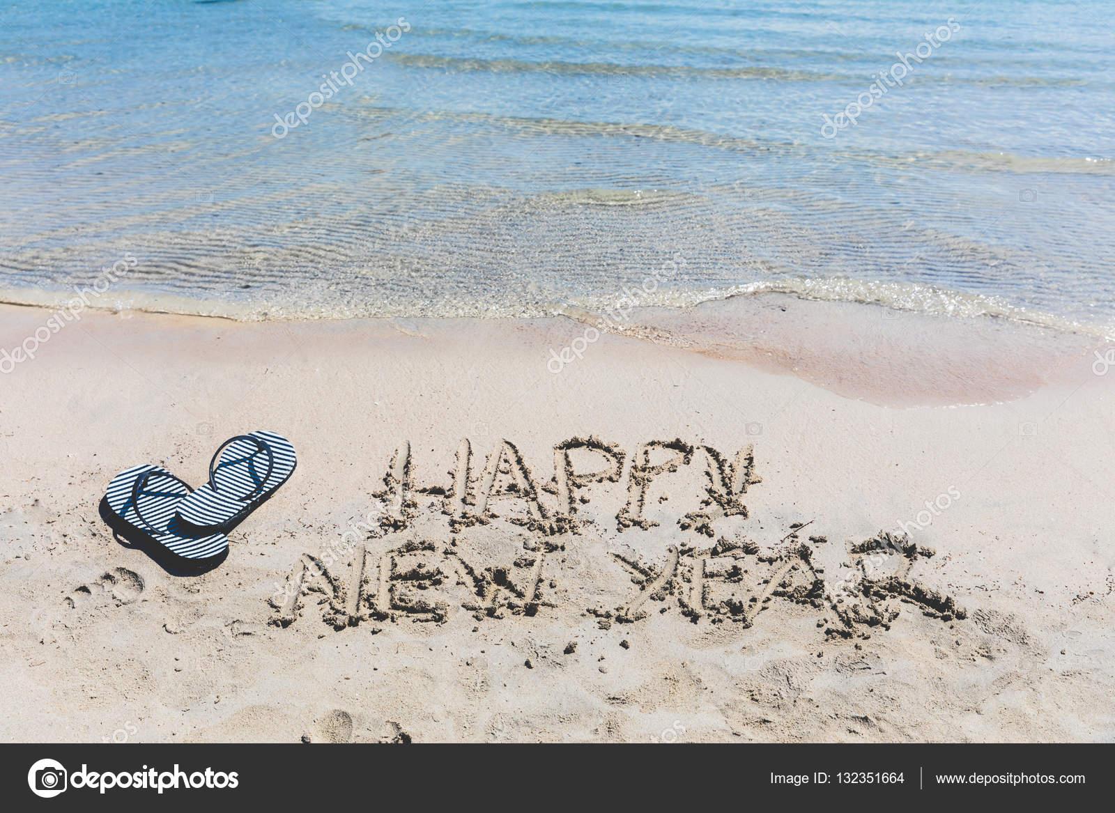 Frohes neues Jahr, auf dem Sand schreiben — Stockfoto © william87 ...