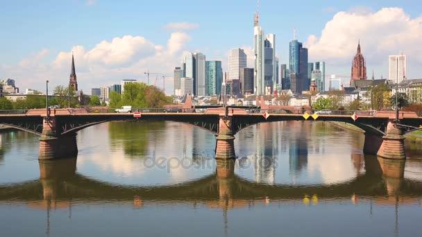 Panoramatický pohled z Frankfurtu a hlavní řeky