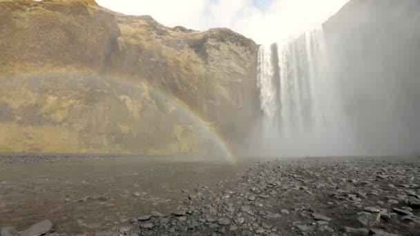Skogafoss vodopád a rainbow na Islandu
