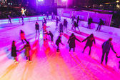 Fotografie Menschen Eislaufen in München während der Weihnachtsferien