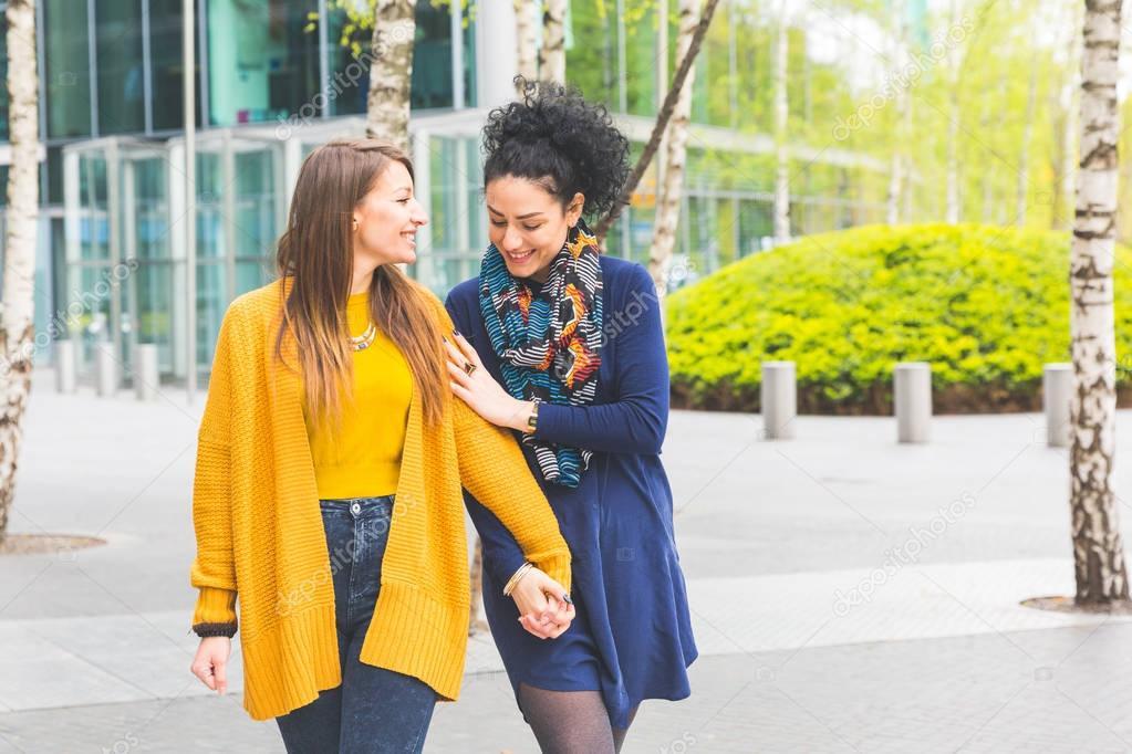 Μαύροι λεσβίες έφηβοι φιλιά