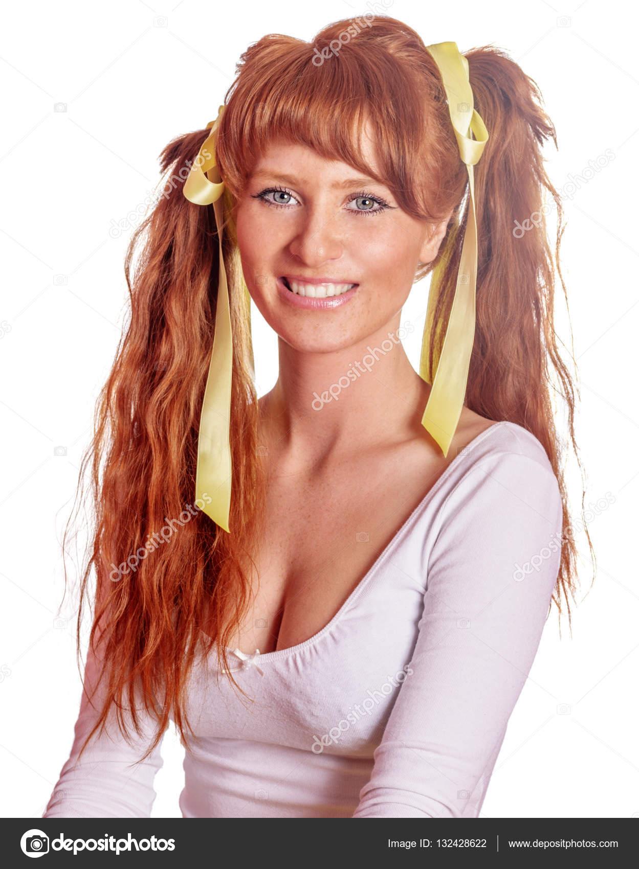 Рыжая девушка с хвостиком фото