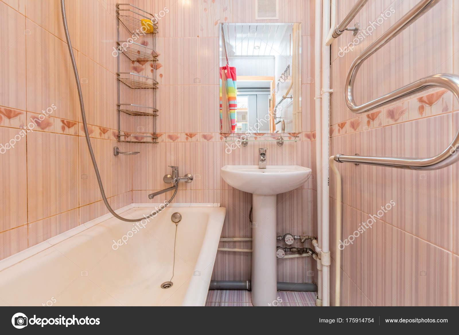 Kleine beige badkamer — Stockfoto © olgasweet #175914754