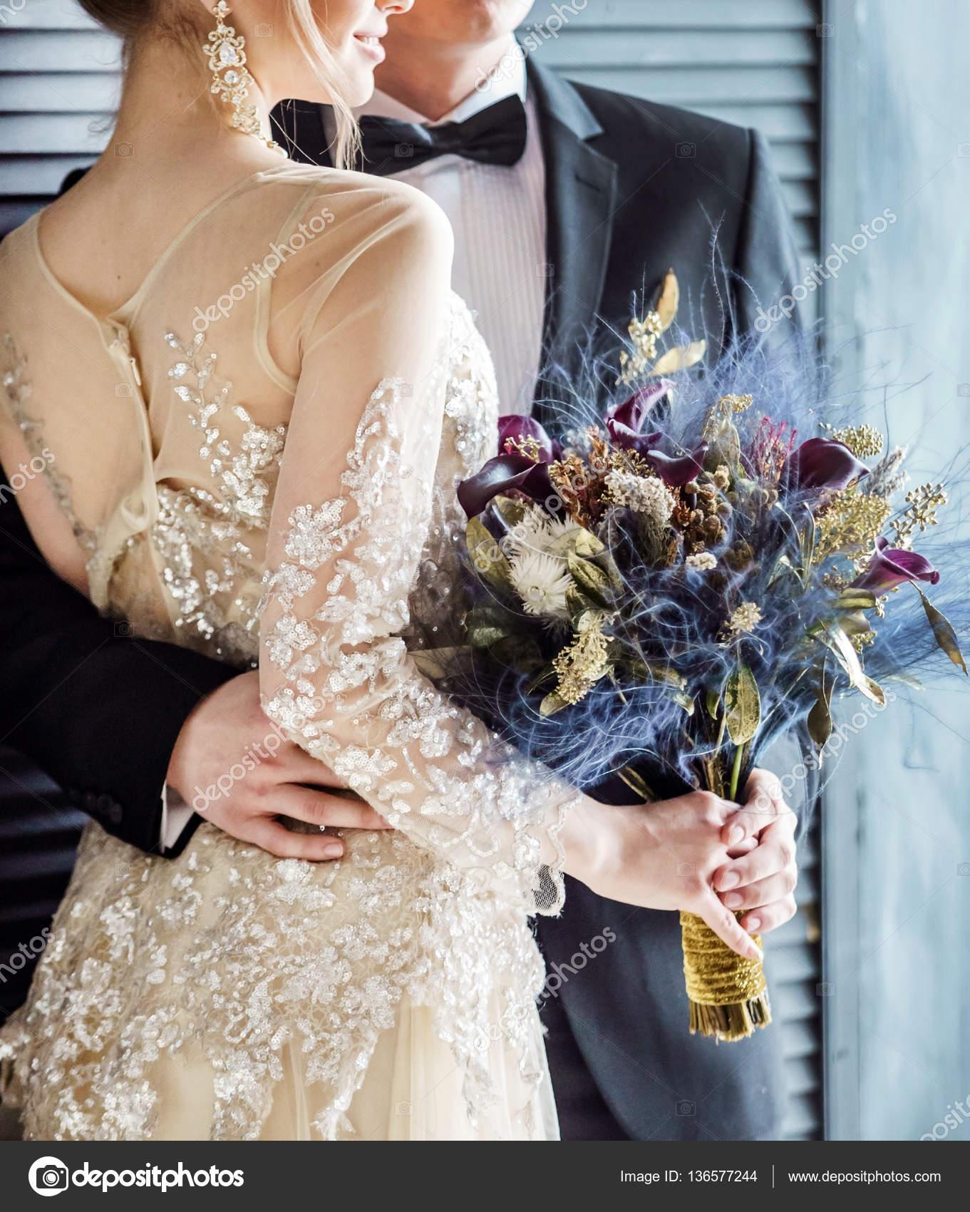 pareja de boda elegante u fotos de stock
