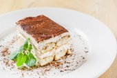Fotografie Tiramisu-Kuchen auf Teller