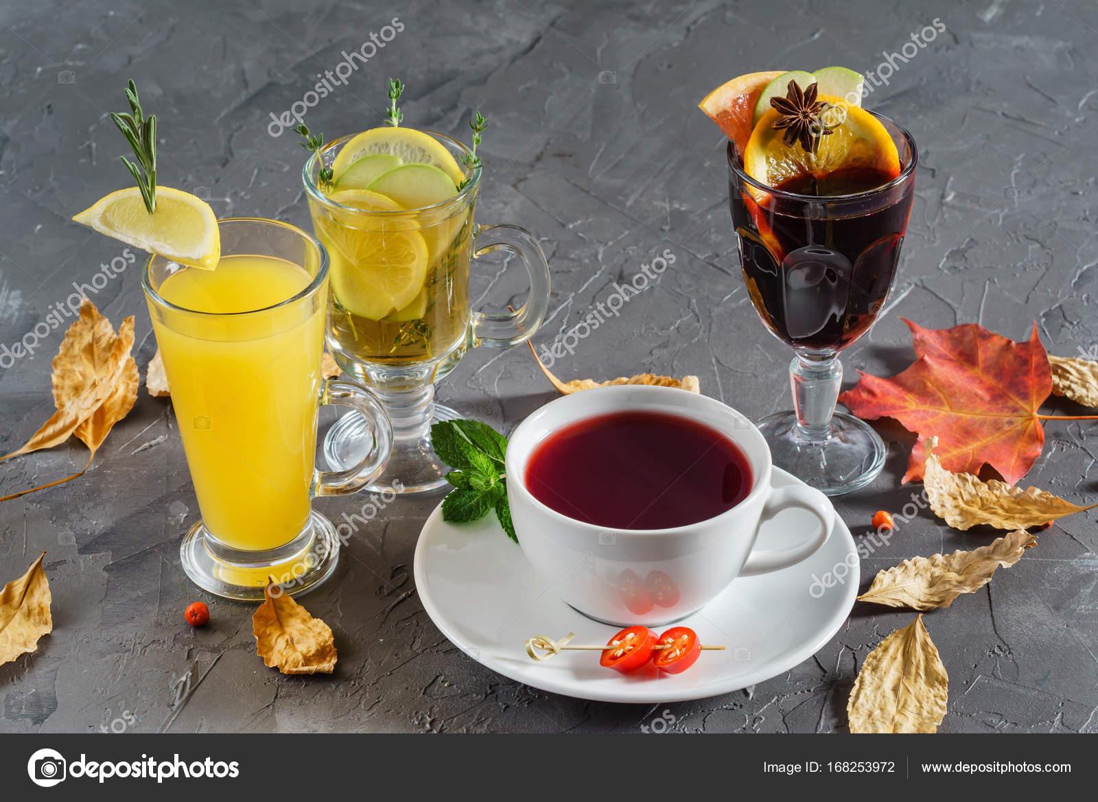 im Herbst warme Getränke — Stockfoto © Shebeko #168253972