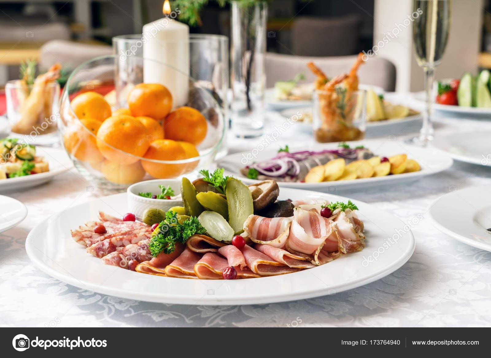 Restaurant Weihnachtsessen.Weihnachtsessen Im Restaurant Stockfoto Shebeko 173764940