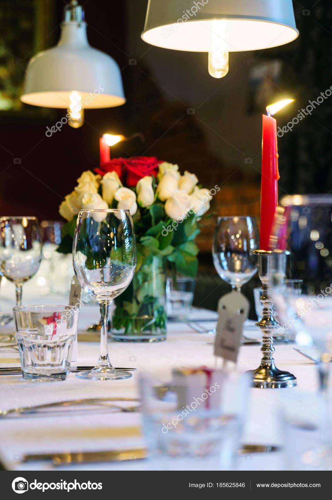 Hochzeitstisch Mit Kerzen Nahaufnahme Stockfoto C Shebeko 185625846