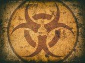bio veszély szimbólum egy repedt kőfal