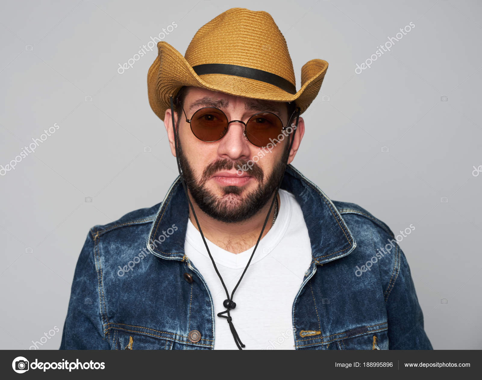 handsome man wearing cowboy hat and sunglasses — Stock Photo ... dcd44b5ed028