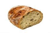 Herzhaftes Weizen-Roggen-Brot mit Koriander und Rosinen, isoliert auf weiß.