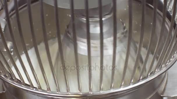 Pracovní průmyslové mixéru produkující zakysaná smetana