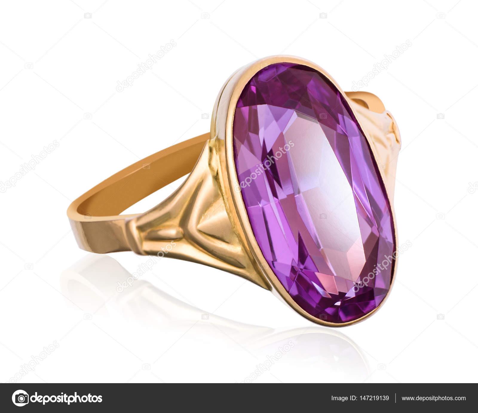 335c69e5a18a Anillo de oro con piedra preciosa morada closeup — Fotos de Stock ...