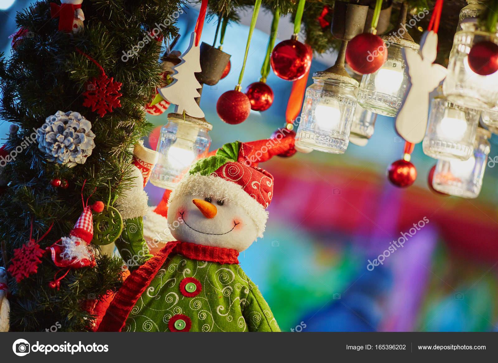 Paris Weihnachtsmarkt.Weihnachtsschmuck Und Glas Laternen Auf Paris Weihnachtsmarkt