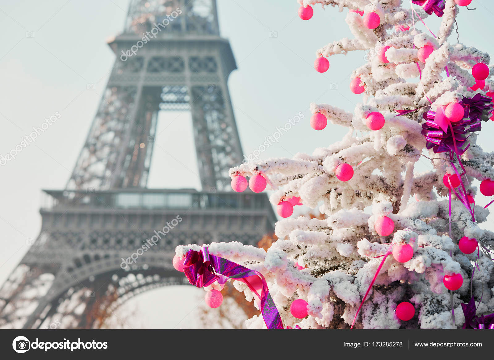 decorated christmas tree covered with snow near the eiffel tower in paris france photo by encrier